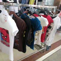 在庫の女性のブランドのTシャツの在庫のロットの衣服