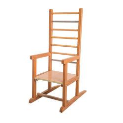 職業療法の子供は梯子の椅子のステップリブの椅子の立つフレーム