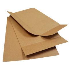 Packpapier-Beleg-Blätter Brown-, die ein neues von den hölzernen Ladeplatten im Transport ersetzen