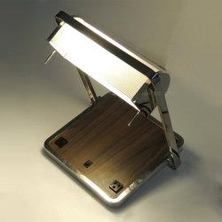 現代デザイン木製のベニヤおよび回転金属ファブリック陰の卓上スタンド
