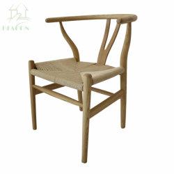 Triangle de Hans J Wegner Y chaise avec siège en rotin