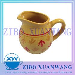 De gele Verglaasde Rode Pot van de Melk van de Koffie van de Verkoop van de Pot van de Melk van de Vorm van de Druk Creatieve Ceramische Hete voor Dagelijks Gebruik