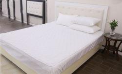 Venta al por mayor de 5 estrellas acolchado impermeable huecos cuadrados oblicua protector de colchón tejido conjunto de ropa de cama de hotel