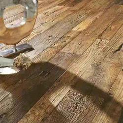Houten Bevloering worden wij gevloerd door Dit Verontrust Mooi/Hardhout van de Plank Agaed! Liren Brandhashtag#Distressedhashtag#Luxuryflooring Hashtag#Customfloorin