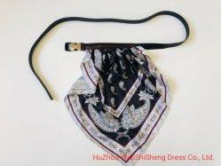 金属PUの装飾の細部の金属の女性ベルトのファッション小物を持つBelts PU方法ベルトの工場習慣PUの基本的な女性