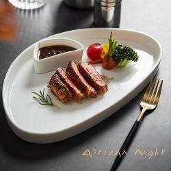 الصين الجديدة. مطعم نورديك المستقيمة لشرائح اللحم الغربي ومطعم ألين فيش بلايت الذي يضع أدوات المائدة