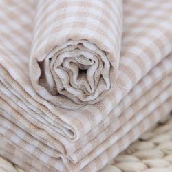 二重層の柔らかく純粋な綿のガーゼの赤ん坊タオルの灰色ファブリック