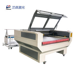 Taglierina d'alimentazione 1610 del laser di CNC della Tabella del rullo del panno del tessuto degli indumenti del sofà con l'alimentatore automatico