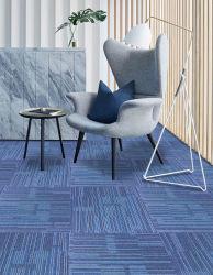 최고 가격 상업적인 디자인 줄무늬 사무실 양탄자는 50X50 Cm 다단계 루프 더미를 역행시키는 신계열 PP 지상 PVC를 타일을 붙인다