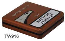 ヒンジが付いている正方形のタバコの錫ボックスを浮彫りにしているブラウン
