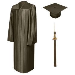 Protezione ed abito lucidi su ordinazione di graduazione di High School