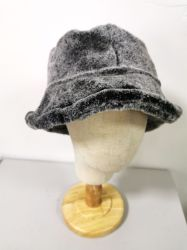縁が付いている女性の方法冬の偽造品の毛皮の暖かい帽子