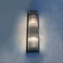 조명 셰이드 및 금속 백플레이트 벽 램프를 차단하기 위한 절임 유리 로드.