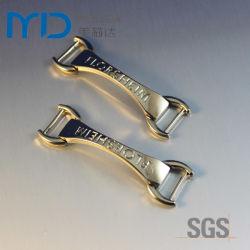Gold Shining Shoe Buckles mit Klipps und Embossed Alphabet Letter Logo