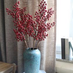 التوت الاصطناعي الصغير يرش التوت الاصطناعي الأحمر البري الصناعي بيري ينبع من فنون الزينة في عيد الميلاد