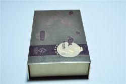 Formato de livro caixa de oferta de papel cartão Caixa Logotipo Emboss Mooncake com superfície de acabamento UV Bandeja de PVC