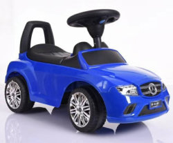 Giro dei capretti sull'automobile di spinta del bambino dei giocattoli con Pushbar
