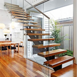 Piscina interior Escalera recta de madera