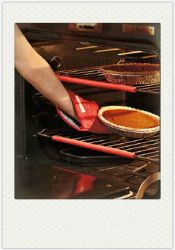 シリコーンOven Rack Edge Clip Guard 2 Helps Avoid Burnsの熱抵抗力があるRed Set