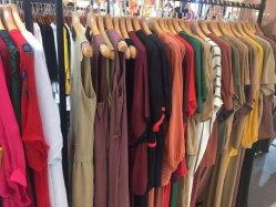 نمو ثوب سيدات ملابس في مخزون