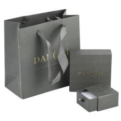 ボール紙製の紙製ボックスとバッグ