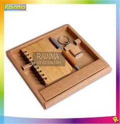 O bambu Papelaria definido com o notebook e a chave de corrente para equipamento de escritório e oferta promocional