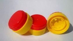 Пластмассовые крышки расширительного бачка масла и воды переверните верхнюю крышку пресс-формы