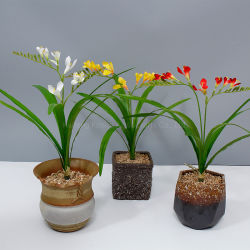 高シミュレーション 65cm 屋内家の装飾的な絹の Freesia の人工的な花 販売のため