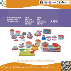 Il giocattolo di plastica del gioco della cucina dei bambini scherza i regali