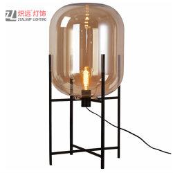 ガラス製シェード 4 つは住宅のための鉄の立場の装飾的なランプを支える