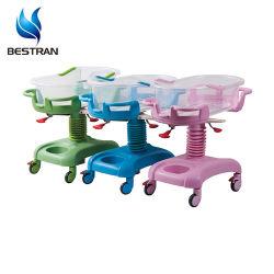 Medizinische Ausrüstung mit dem Kippen Funktions-des rosafarbenen Baby-Feldbett-Säuglingskrankenhaus-Bett-Babys