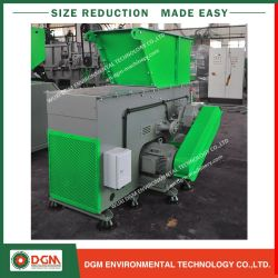 El sonido Insulattion aplastante maquinaria para reciclaje de botellas de plástico