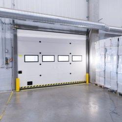 Sobrecarga de Automática Industrial de alto rendimiento de la diapositiva de aislamiento térmico de poliuretano de puerta de garaje seccionales para muelles de carga o Almacén
