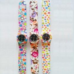 Silikon-Klaps-Band-Uhr-Kinder reißen Digitaluhr