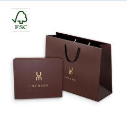 カスタム FSC マットホワイトブラックカラープリントギフトキャリア化粧仕上げ 包装紙バッグの梱包
