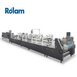 El encolado de la máquina con ruedas de goma de alimentación del papel