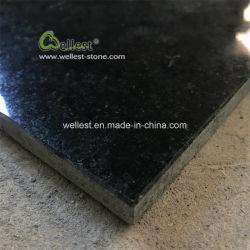 Em granito preto absoluto de alta qualidade, lajes de granito preto e azulejos de granito