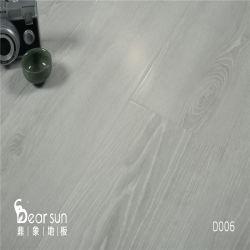 La mano ha raschiato la pavimentazione laminata resistente di slittamento HDF dell'acqua non