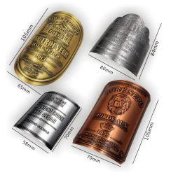 金属のワインのラベルのウィスキーのピューターのびんはロゴのラベルのステッカーを浮彫りにする