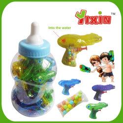 단지에 있는 물총 장난감 사탕