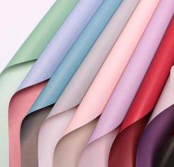 Букет из роз упаковки бумаги матовая поверхность прозрачных упаковочных материалов бумаги букет цветочный магазин расходных материалов подарок упаковочная бумага