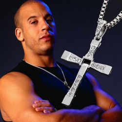 Rápido y furioso Cross Necklace Dominic Toretto Rhinestone Cruz colgante Collar Collar de acero inoxidable para hombres