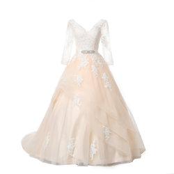 二重V首のレースのウェディングドレスの長い袖のひだの花嫁衣装