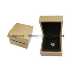 مربع صغير ذهبي لامع من قماش الليكر MDF Wood Jewellery، هدية مربع حقيبة التغليف الحلقية بالجملة