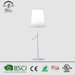 Venda por grosso de três cores de iluminação com Novo Design candeeiro de mesa de alumínio
