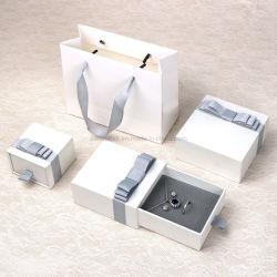 China Mayoreo de acciones Logo personalizado Maquillaje de Foil/anillo/Reloj/Collar/Pulsera Joyería Juego de Embalaje Caja de regalo de Navidad de papel de cartón