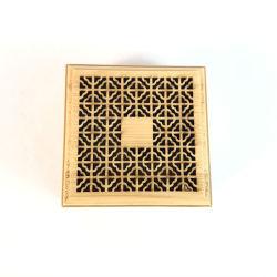 As Embarcações artesanais de madeira de bambu incenso titular do cartão inserido na caixa do queimador de incenso de madeira