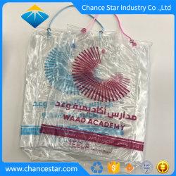 De douane drukte de Plastic Verpakkende Zak van pvc met het Handvat van de Kabel van de Hanger af