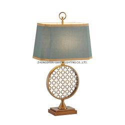 Chiffon de fer de style rétro Art Boutique design lampe de table à LED décoratifs Km5077