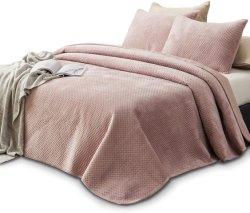 """ユグランドホールセールウィンターホームホテル """" ソフトダウンキルト慰める人たちポリエステル ファブリックの寝具類、デザイナーによる高級羽毛布団が用意されている"""